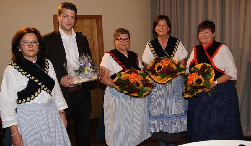 Vorstand Frauenkreis Frischborn und Jungunternehmer Fabian Stöpler (FST - IT)